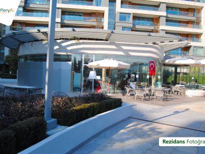 Koru Florya Rezidans cafe önü