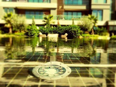 Koru Florya Rezidans Bahçedeki havuz alanı